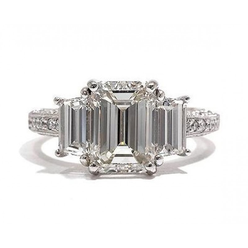 small a tacori edge cut reflective adjoining three stone with clean glam pretty band in princess has diamonds product diamond ring sheen two flat the center signature classic smooth