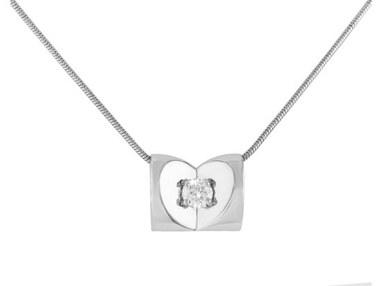 Escada Diamond Heart Necklace 00HD-Q